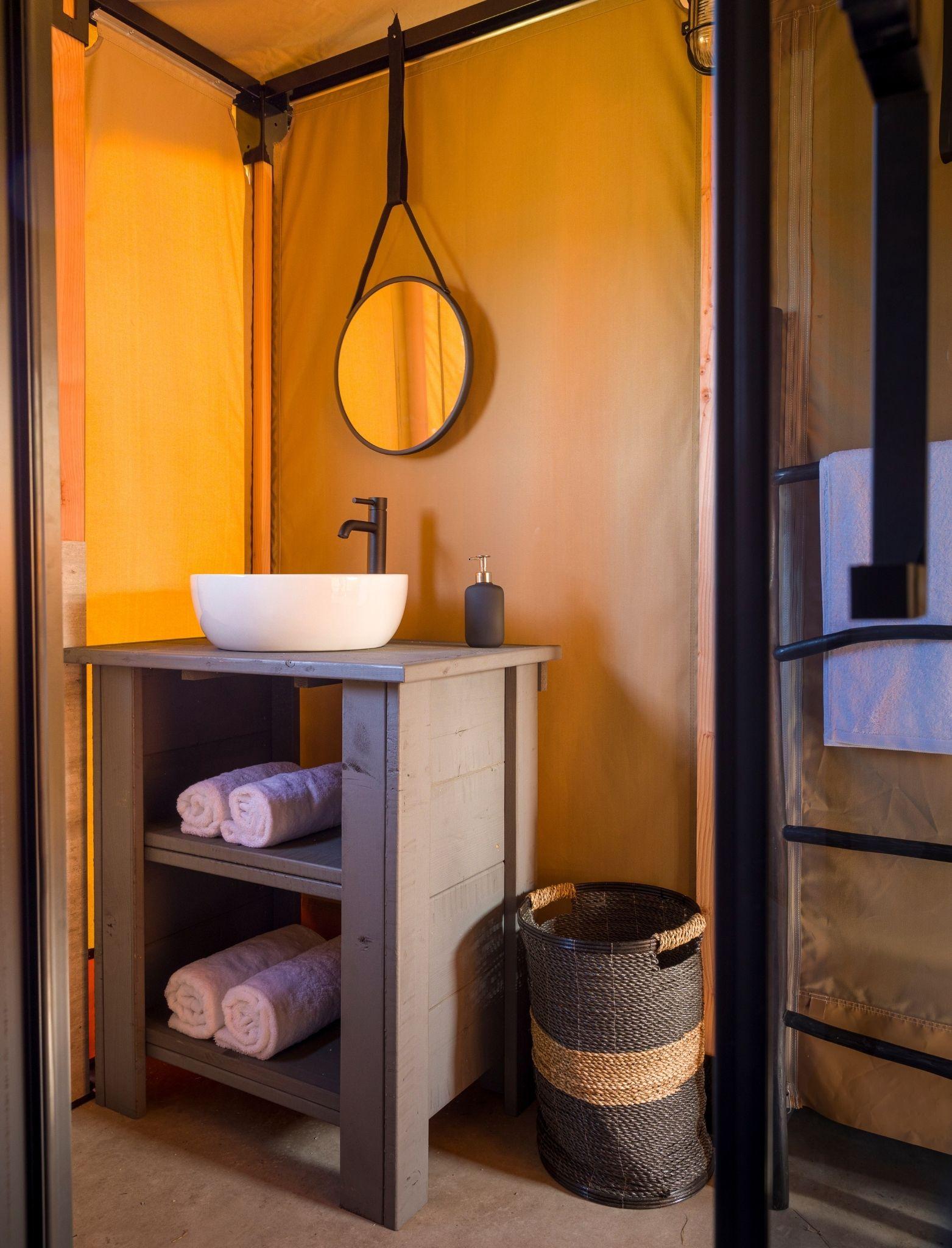 YALA_Bathroom_interior_Pure