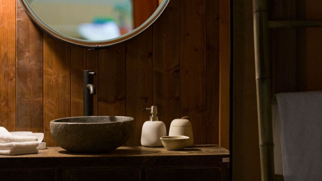 YALA_bathroom_detail_interior_Pristine