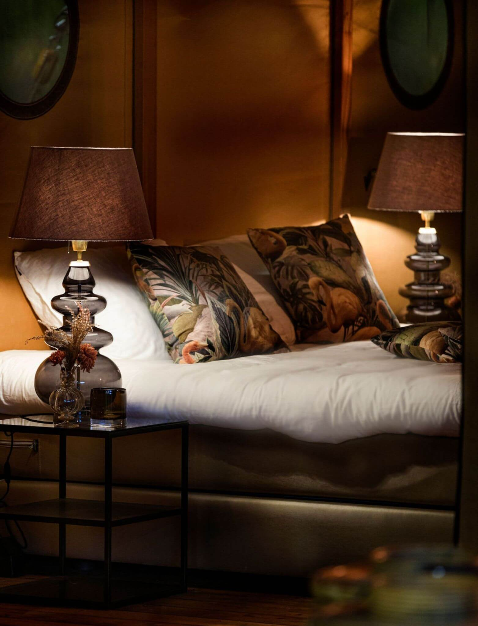 YALA_bedroom_detail_by_night_interior_Pristine