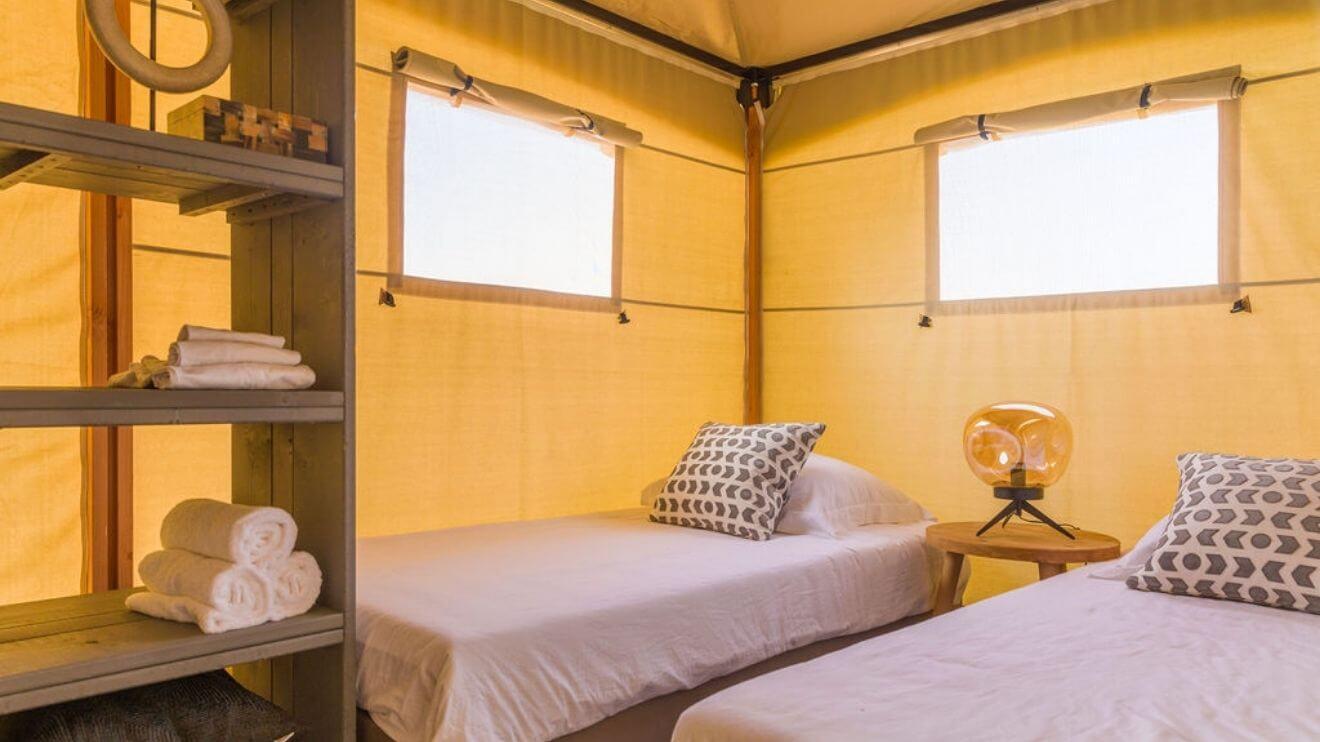 YALA_bedroom_with_single_beds_interior_Lush
