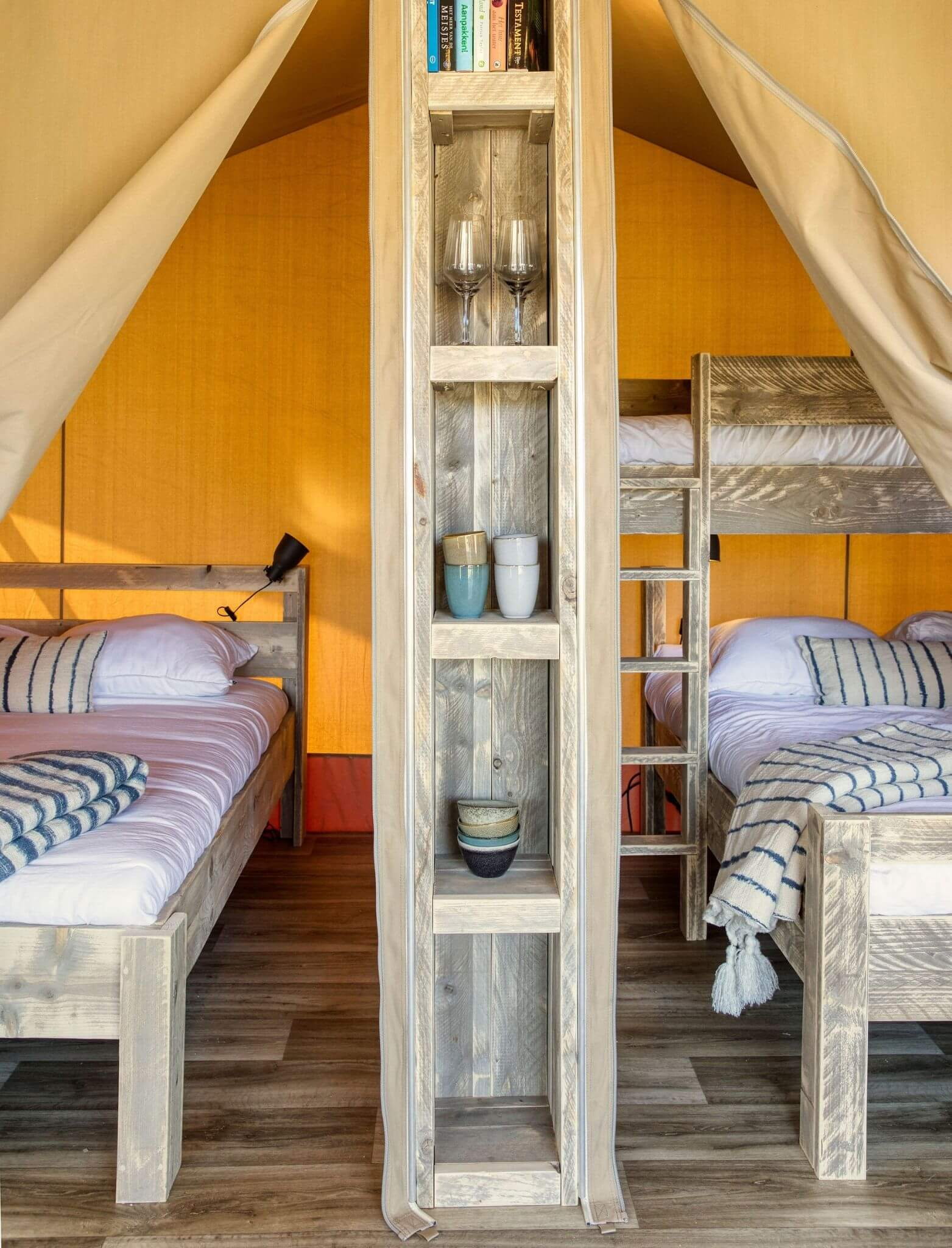 YALA_interior_Raw_interior_bedrooms_closet_in_front