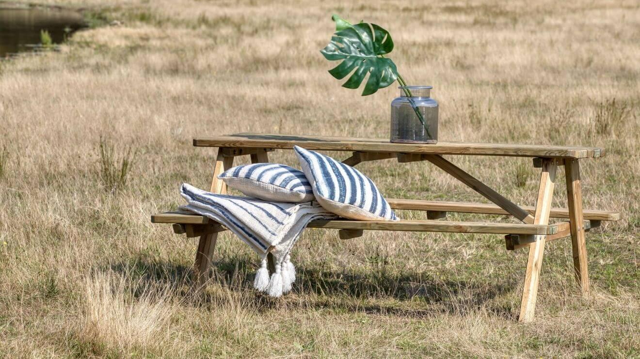 YALA_interior_Raw_picknicktable