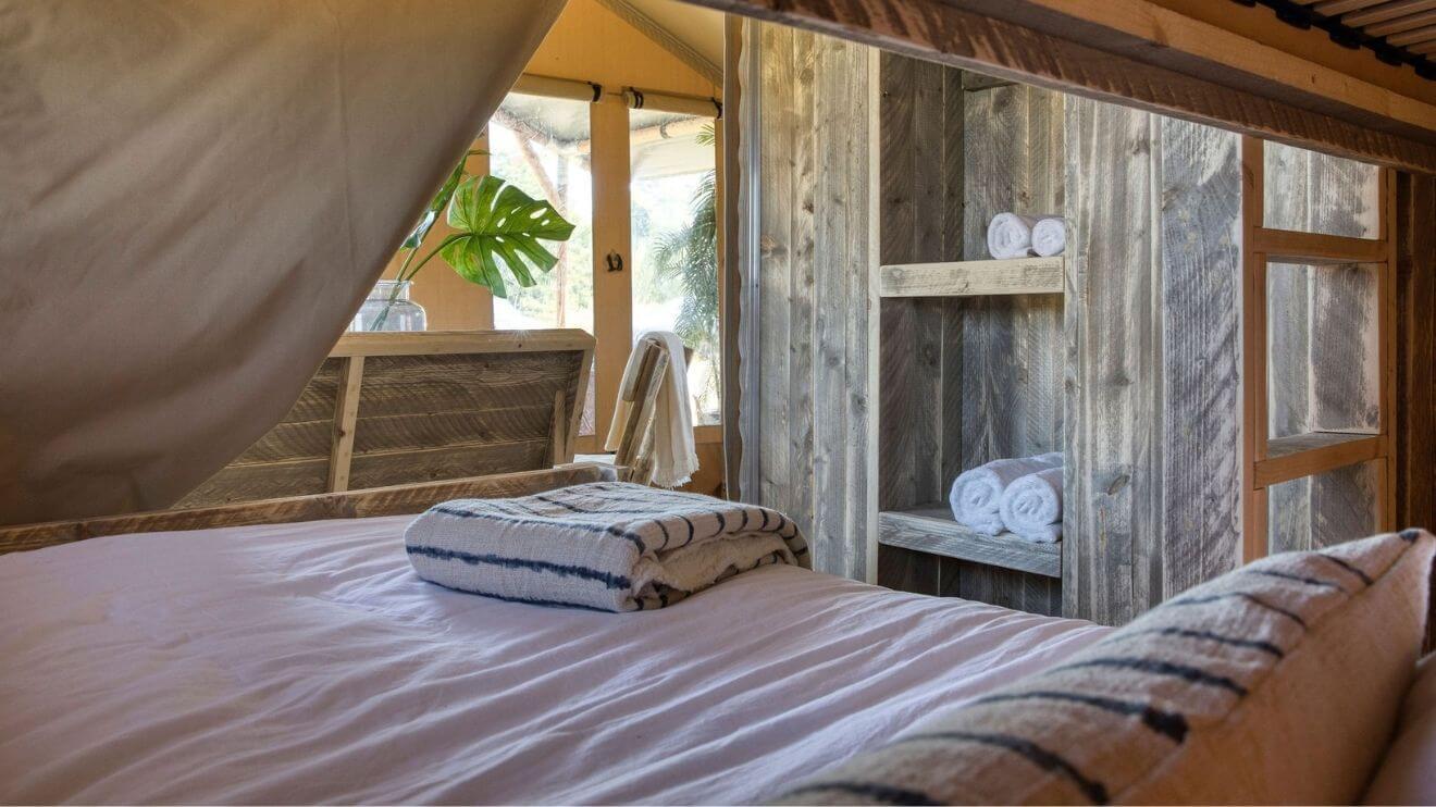 YALA_interior_Raw_view_bedroom_see_through