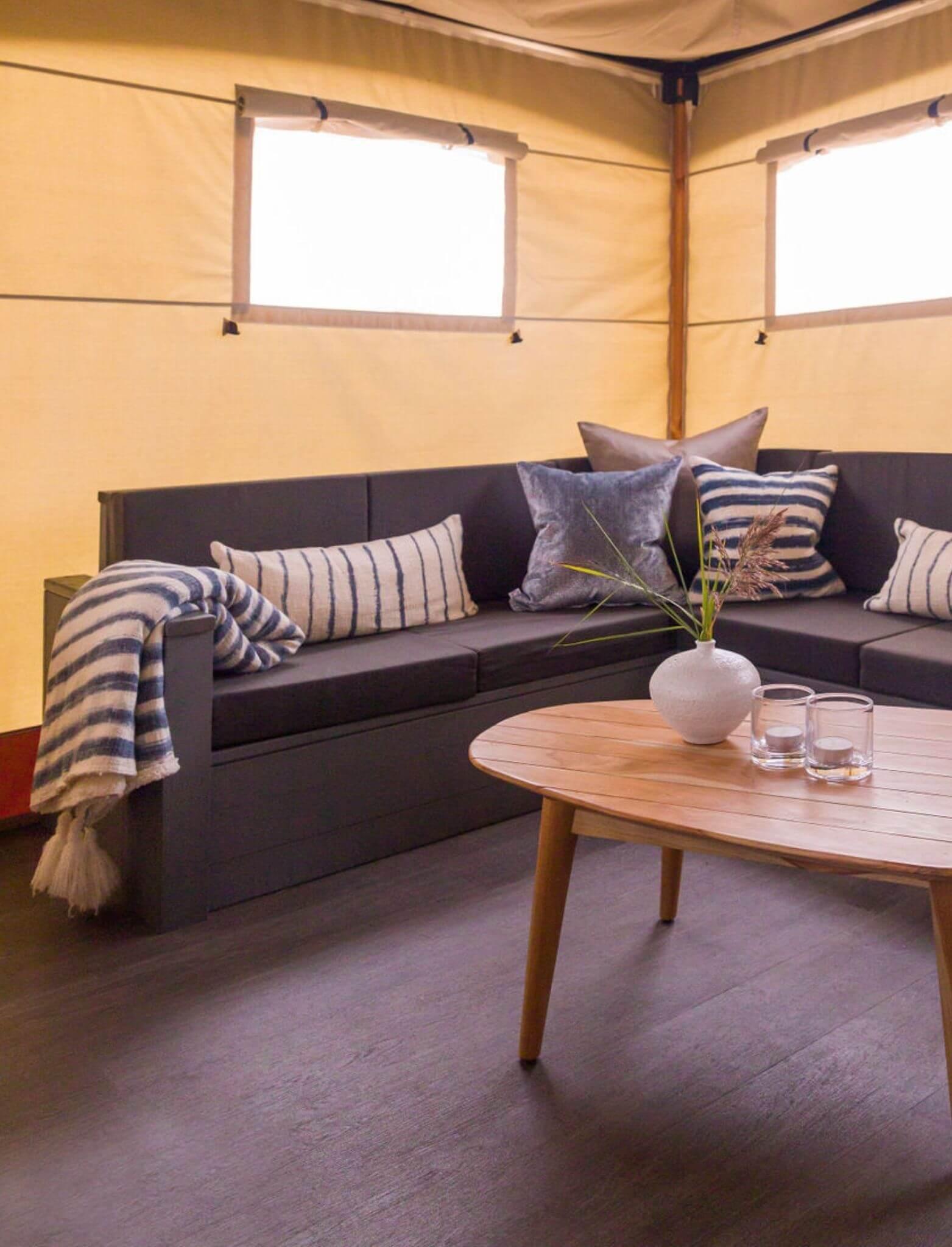 YALA_livingroom_detail_interior_Lush