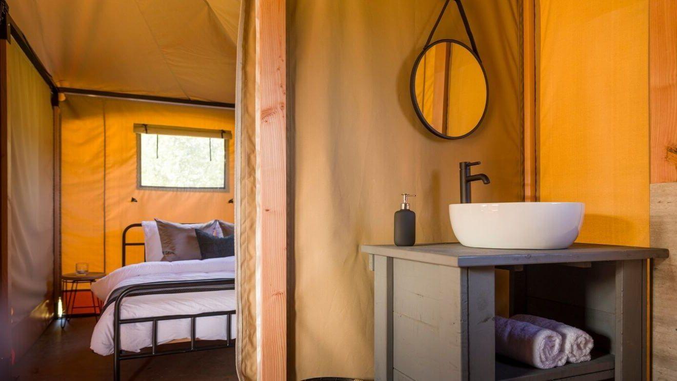 YALA_safari_tent_bathroom and bedroom_interior_Pure