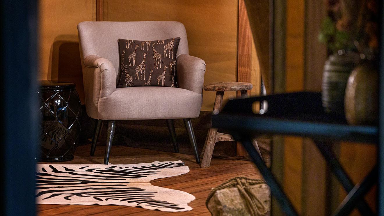 YALA_seat_with_table_interior_Pristine