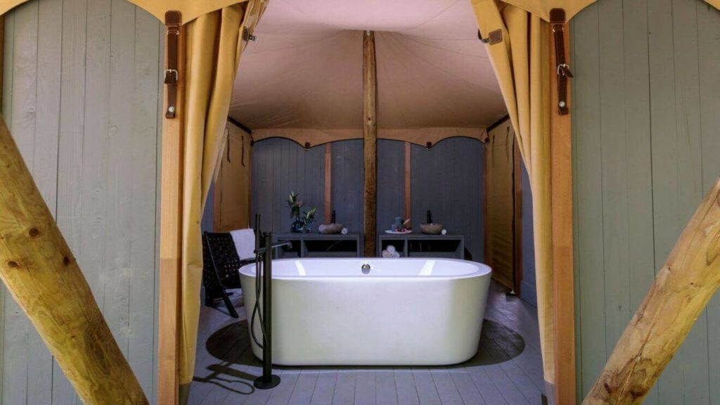 YALA glamping tent with luxurious bathroom