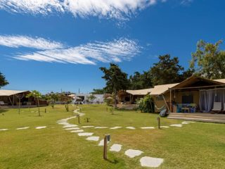 YALA_Dreamer_overview_campsite_landscape - Safari tents and glamping lodges