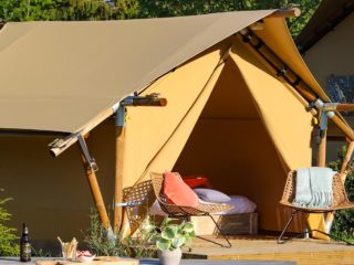 YALA_Sparkle_exterior_at_the_campsite_landscape - Safari tents and glamping lodges