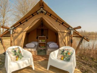 YALA_Sparkle_exterior_in_autum_landscape - Safari tents and glamping lodges
