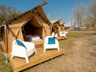 YALA_Sparkle_exterior_in_winter_landscape - Safarizelte & Glamping Lodges