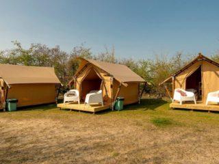YALA_Sparkle_exterior_side_next_to_each_other_landscape - Safarizelte & Glamping Lodges