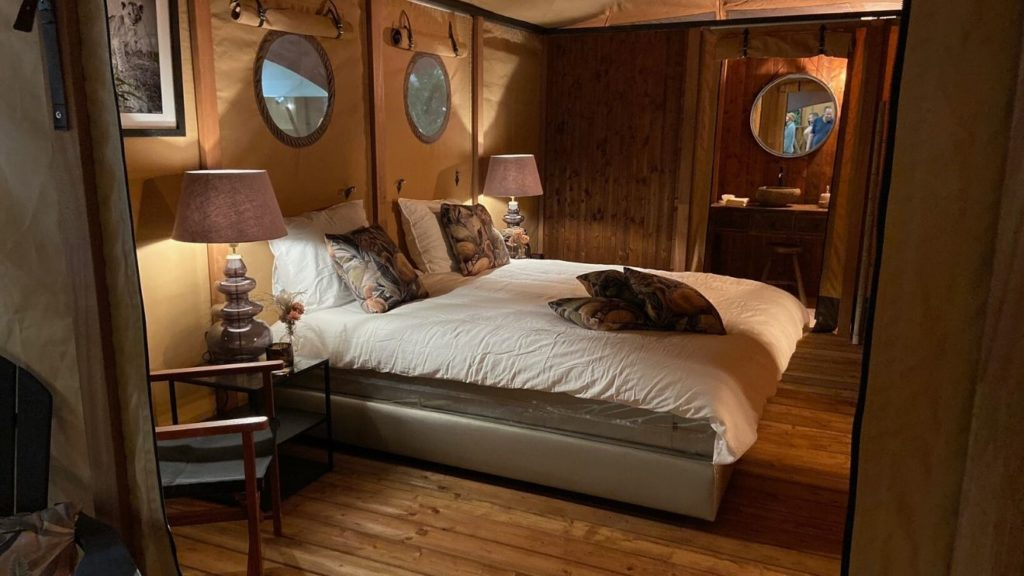 YALA_Aurora_interior_bedroom_and_bathroom