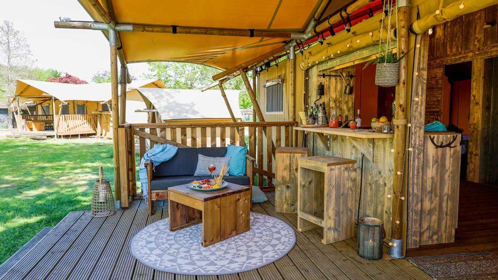 YALA_Dreamer_veranda_with_bar_landscape