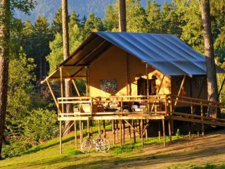 YALA_Glamping_Lodges_exterior_in_the_mountains_landscape