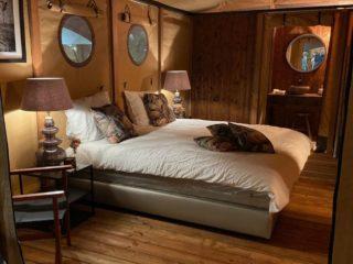 YALA_Aurora_interior_bedroom_and_bathroom - サファリテント & グランピングロッジ