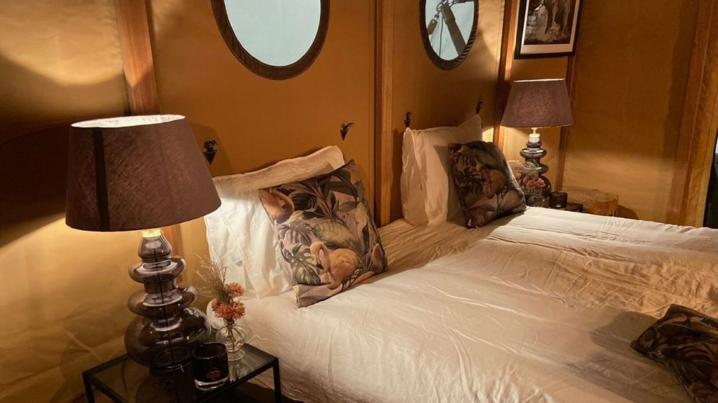 YALA_Aurora_interior_bedroom_with_double_bed - サファリテント & グランピングロッジ