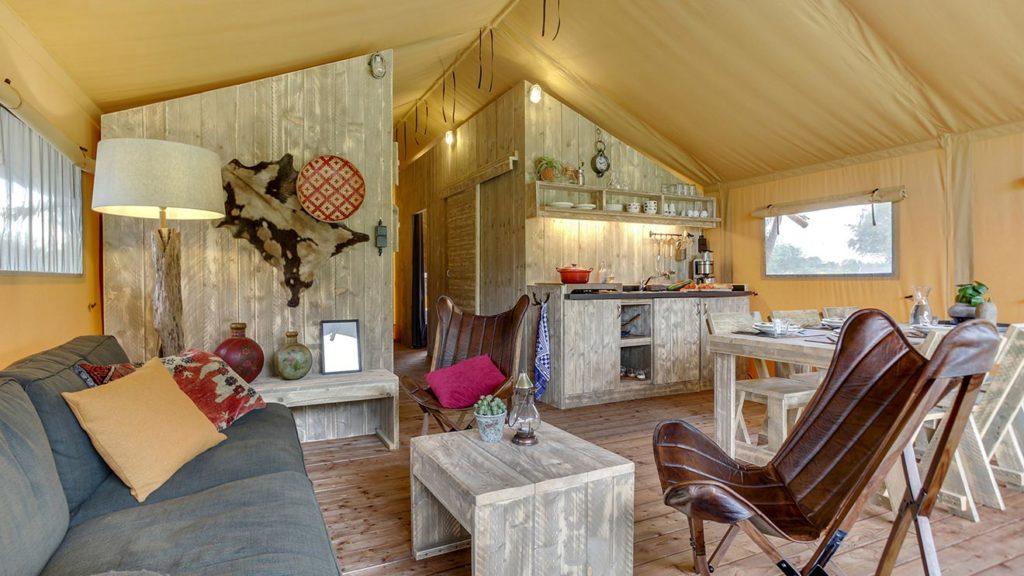 YALA_Sunshine_interior_living_room_landscape - サファリテント & ゲランピングロッジ