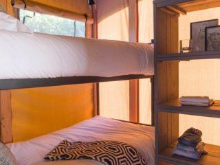 YALA_Twilight_safari_tent_bedroom-with-bunkbed - サファリテント & グランピングロッジ